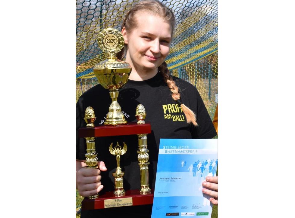 Annalena Schermer erhält Auszeichnung beim Steinburger Ehramtspreis 2020